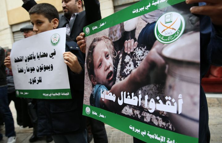 In Madaya, thousands of people are trapped and many others have reportedly died of starvation. Protesters hold a sit-in in so