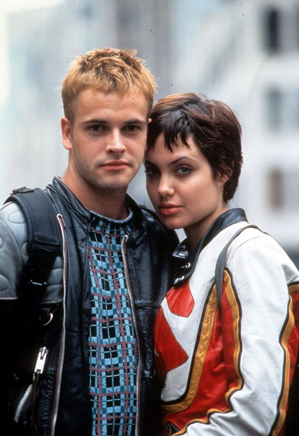 Jonny Lee Miller and Angelina Jolie in a scene from the film 'Hackers', 1995. (Photo by United Artists/Getty Images)