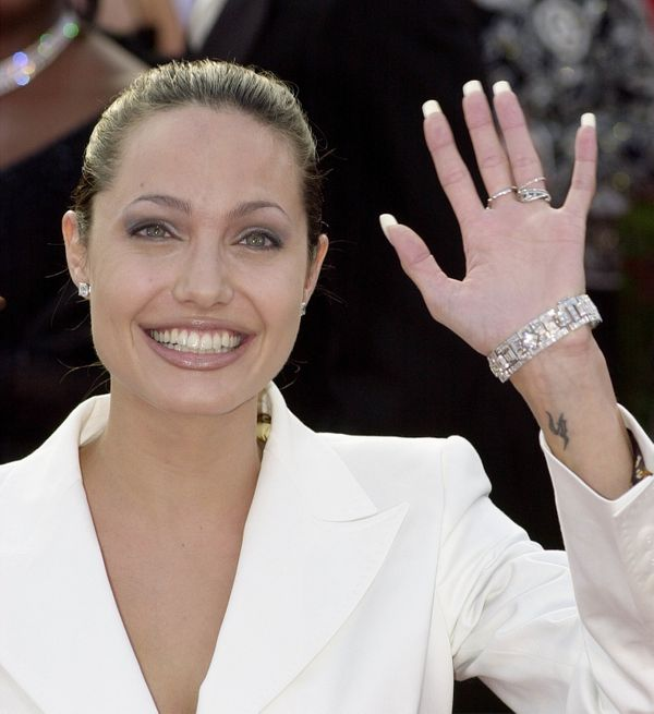 386900 227: Actress Angelina Jolie arrives for the 73rd Annual Academy Awards March 25, 2001 at the Shrine Auditorium in Los