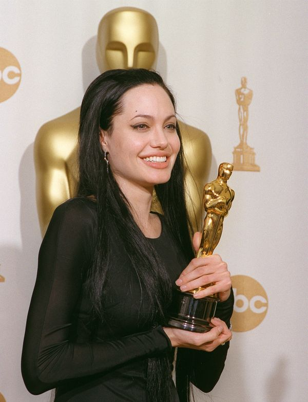 387049 13: Recipient of the Best Supporting Actress Award, Angelina Jolie, poses backstage at the 72nd Annual Academy Awards