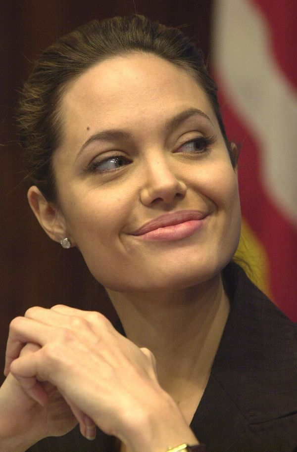 WASHINGTON, UNITED STATES:  US actress and Goodwill Ambassador for the UN Refugee Agency Angelina Jolie smiles as she is intr