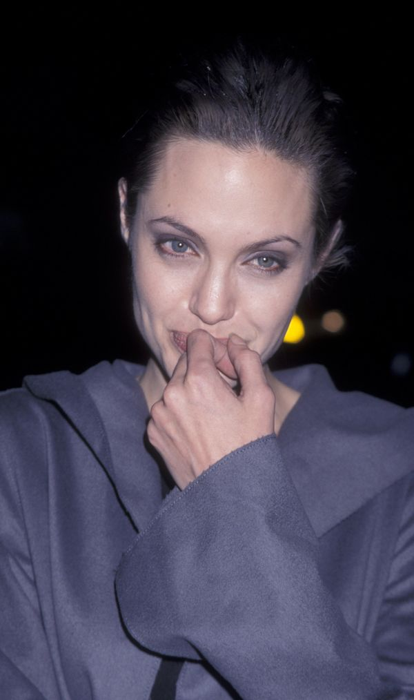 Actress Angelina Jolie attends the world premiere of 'Girl Interrupted' on December 8, 1999 at the Cinerama Dome Theater in H