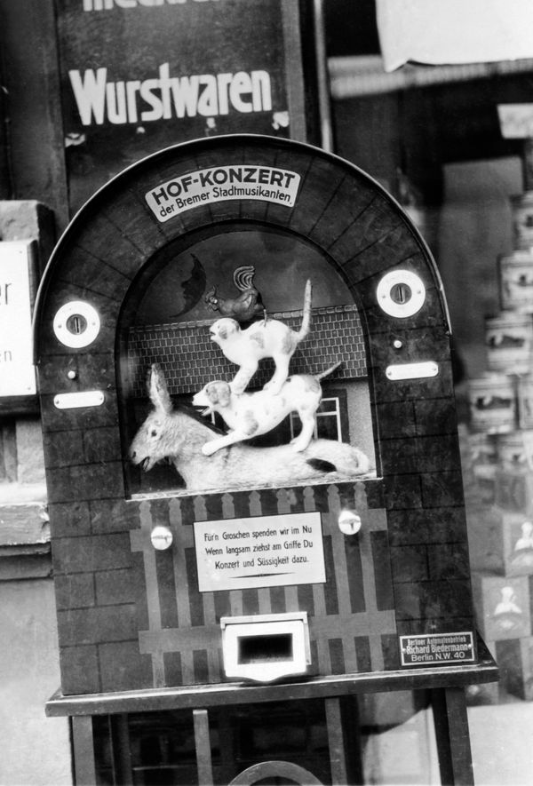 Musical vending machine for chocolate in Berlin, Germany, circa 1924.
