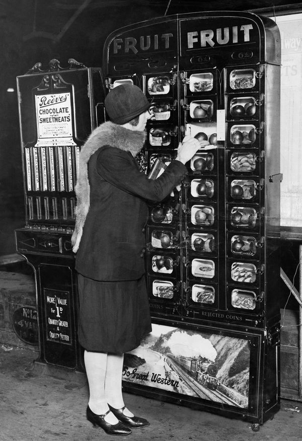 A vending machine sells fruit in London, England, circa 1929.