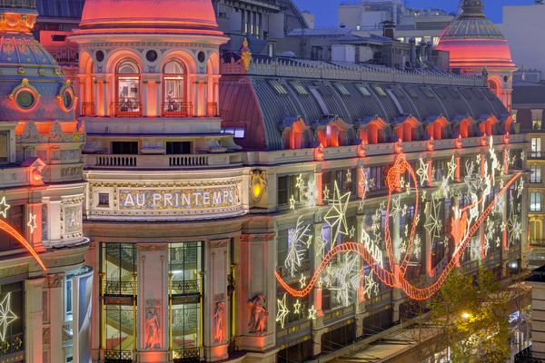 """In the city of light, you must not miss the extravagant department stores that light up <a href=""""http://en.parisinfo.com/shop"""
