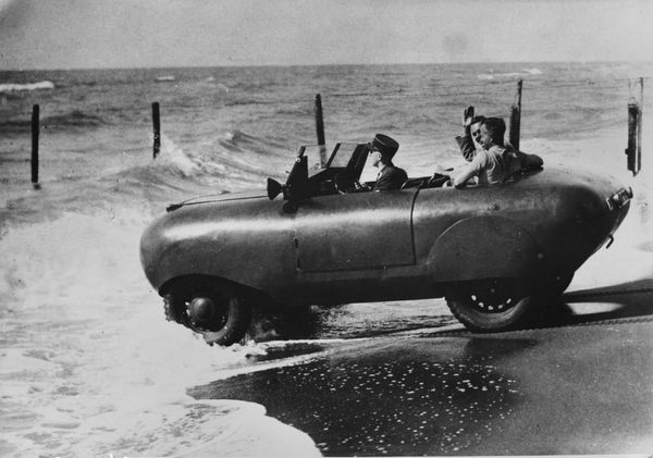 An amphibian car entering in the sea in Ostia, Italy, in1910.