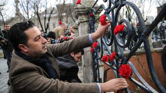 ISTANBUL, TURKEY - JANUARY 13: People leave roses for the ones who lost their lives in an attack at Sultanahmet square after it has been reopened to media and public in Istanbul, Turkey on January 13, 2016. A blast at Istanbuls Sultanahmet tourist district on Tuesday morning killed 10 people and wounded 15 others. A Syrian suicide bomber carried out Tuesdays attack in Istanbuls Sultanahmet tourist district, Turkeys president said.  (Photo by Onur Çoban/Anadolu Agency/Getty Images)