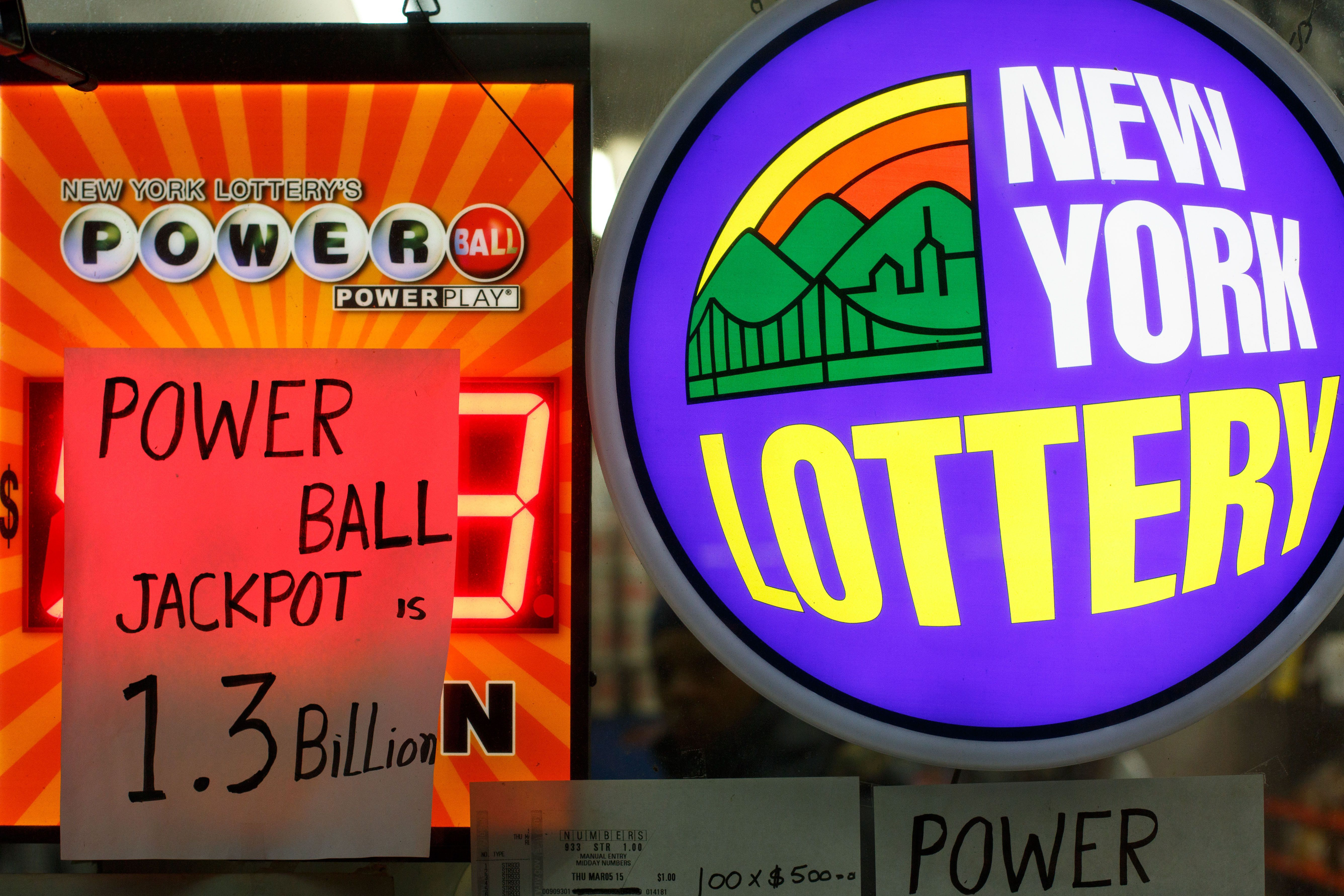 NEW YORK, Jan. 11, 2016 -- An advertisement for the Powerball jackpot is seen in Mid-town Manhattan, New York, United States, Jan. 11, 2016. The Powerball lottery jackpot continues to grow, to an estimated record 1.3 billion U.S. dollars by the next drawing at 10 p.m. ET Wednesday Jan. 13, after nobody matched the winning numbers last Saturday. (Xinhua/Li Muzi via Getty Images)