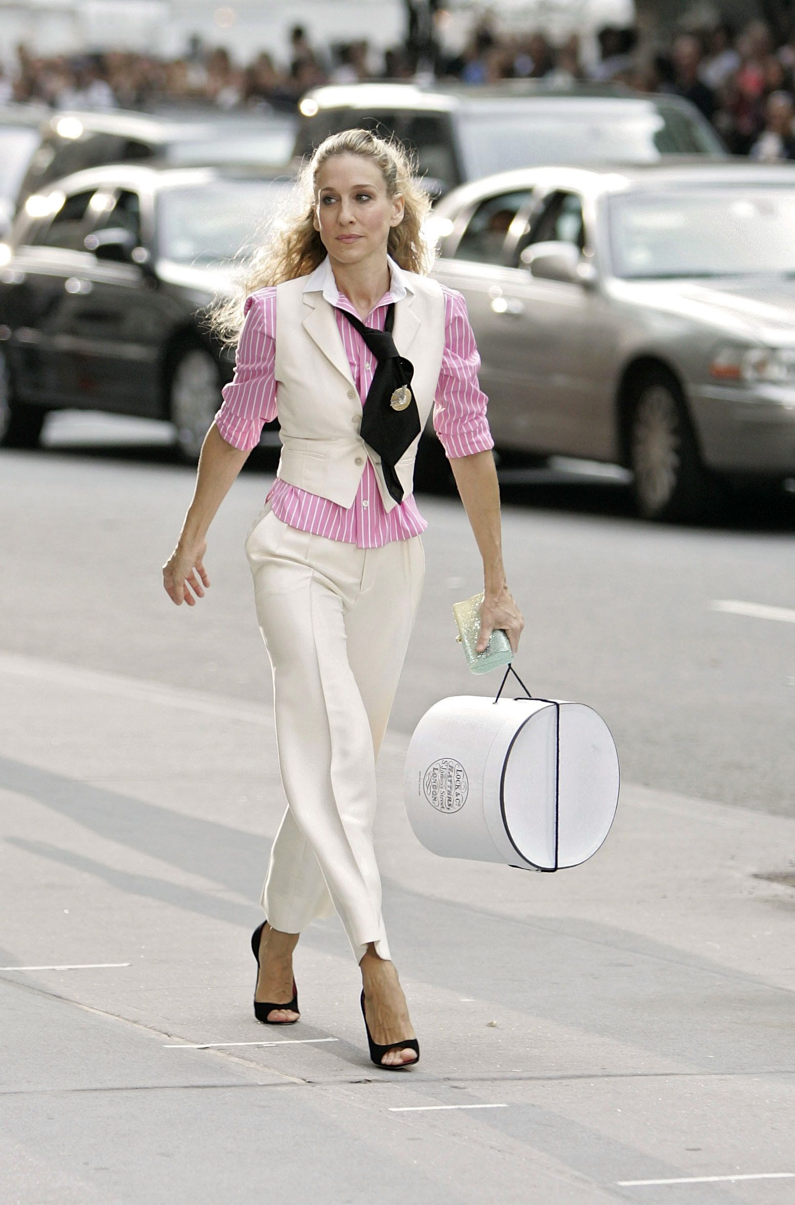 NEW YORK - SEPTEMBER 21:  Actress Sarah Jessica Parker as 'Carrie Bradshaw' on location for 'Sex and the City: The Movie' on September 21, 2007, in New York City.  (Photo by Brian Ach/WireImage)