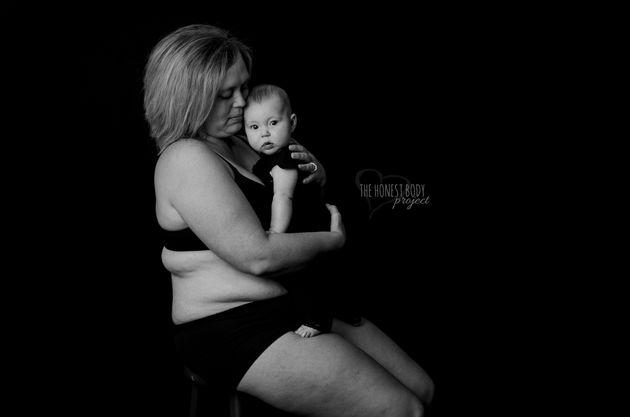 「家族がいるのに孤独でした」ママの産後うつ、写真は教えてくれる。