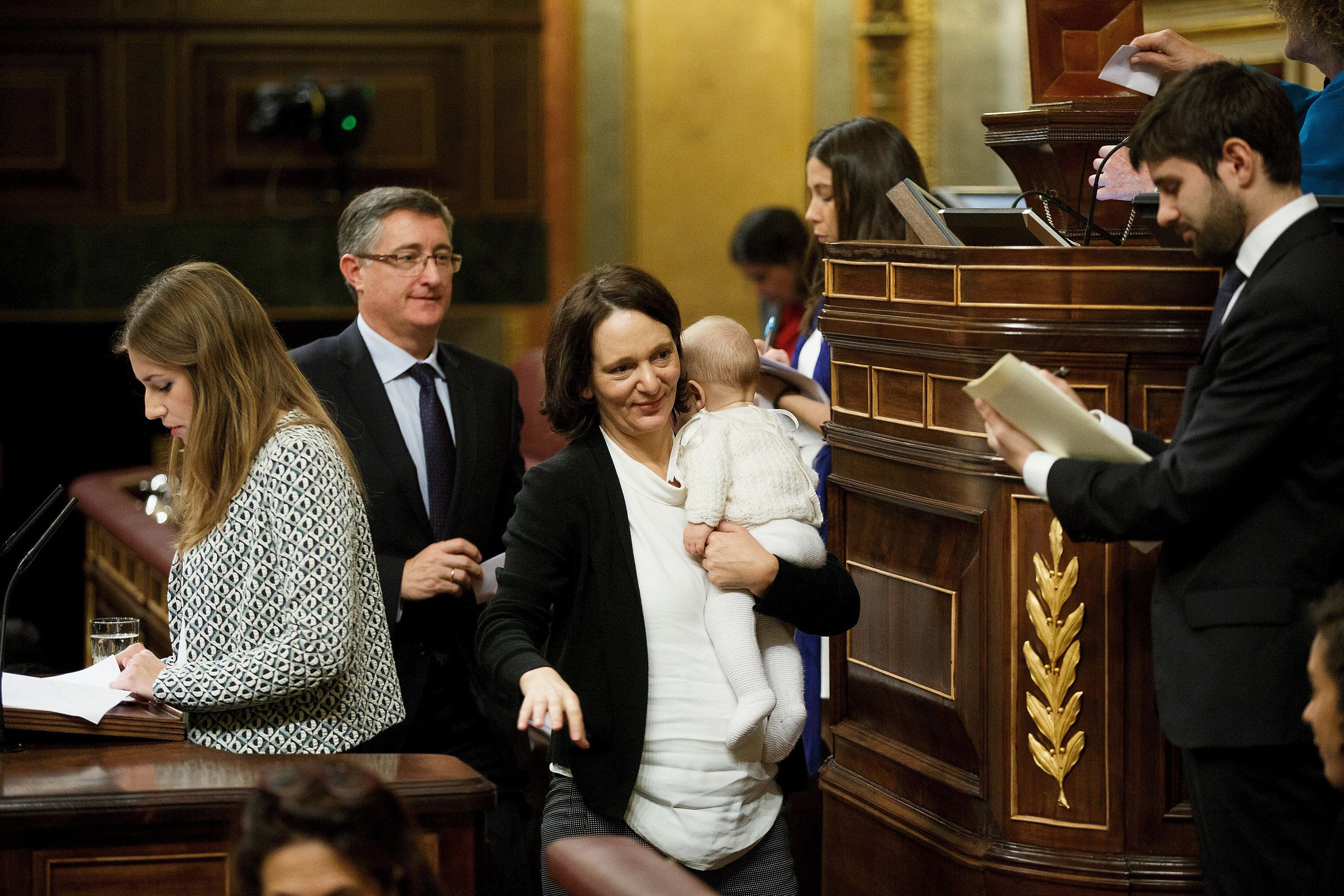 Carolina Bescansa carries her son after casting her ballot during the inaugural meeting of Spain's parliament.