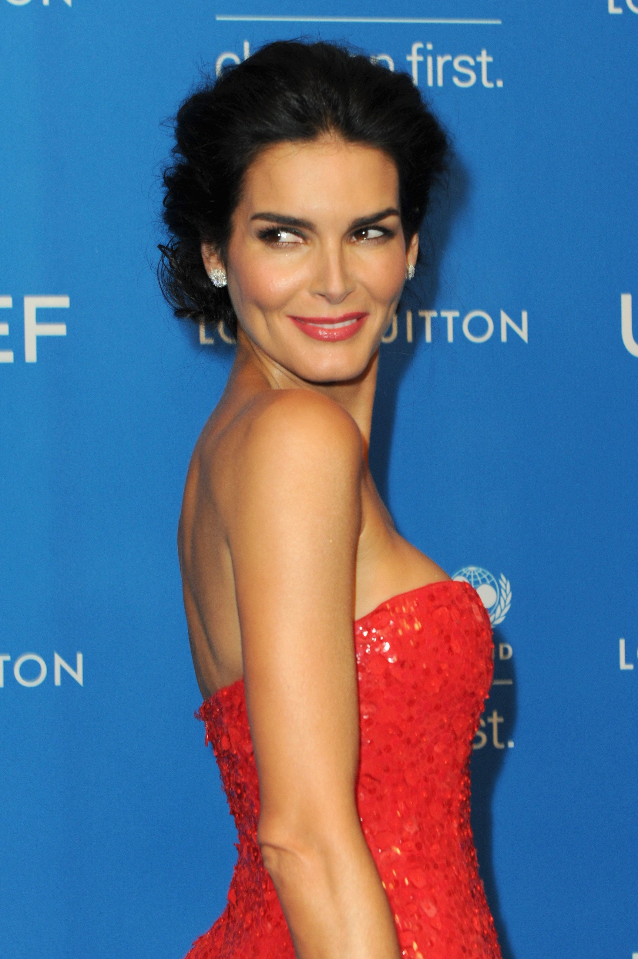BEVERLY HILLS, CA - JANUARY 12:  Actress Angie Harmon attends the 6th Biennial UNICEF Ball at the Beverly Wilshire Four Seasons Hotel on January 12, 2016 in Beverly Hills, California.  (Photo by Joshua Blanchard/Getty Images)