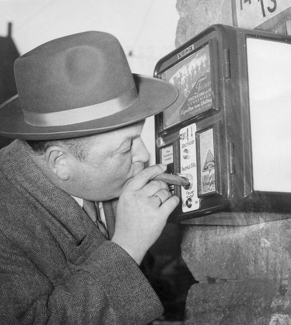 (GERMANY OUT) Germany, Hamburg. Vending machine offering a light. 1951 (Photo by ullstein bild/ullstein bild via Getty Images)