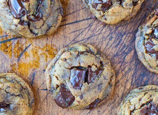 "<strong>Get the <a href=""http://www.averiecooks.com/2013/01/peanut-butter-chocolate-chunk-cookies.html"" target=""_hplink"">GF P"