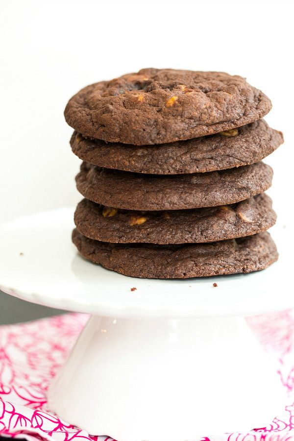 "<strong>Get the <a href=""http://www.browneyedbaker.com/giant-chocolate-peanut-butter-chip-cookies/"" target=""_blank"">Giant Cho"