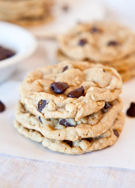 "<strong>Get the <a href=""http://www.averiecooks.com/2011/10/chocolate-chip-peanut-butter-oatmeal-cookies.html"" target=""_blank"