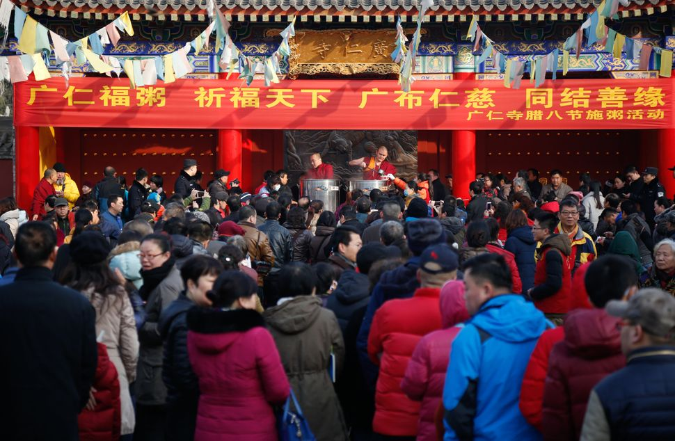 People wait to eat Laba congee at Guangren Temple in Xi'an.