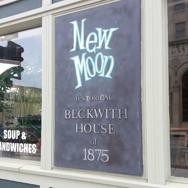 "<strong><a href=""https://foursquare.com/v/new-moon-cafe/4b537d4cf964a5208a9f27e3"" target=""_blank"">New Moon Cafe</a>: </s"