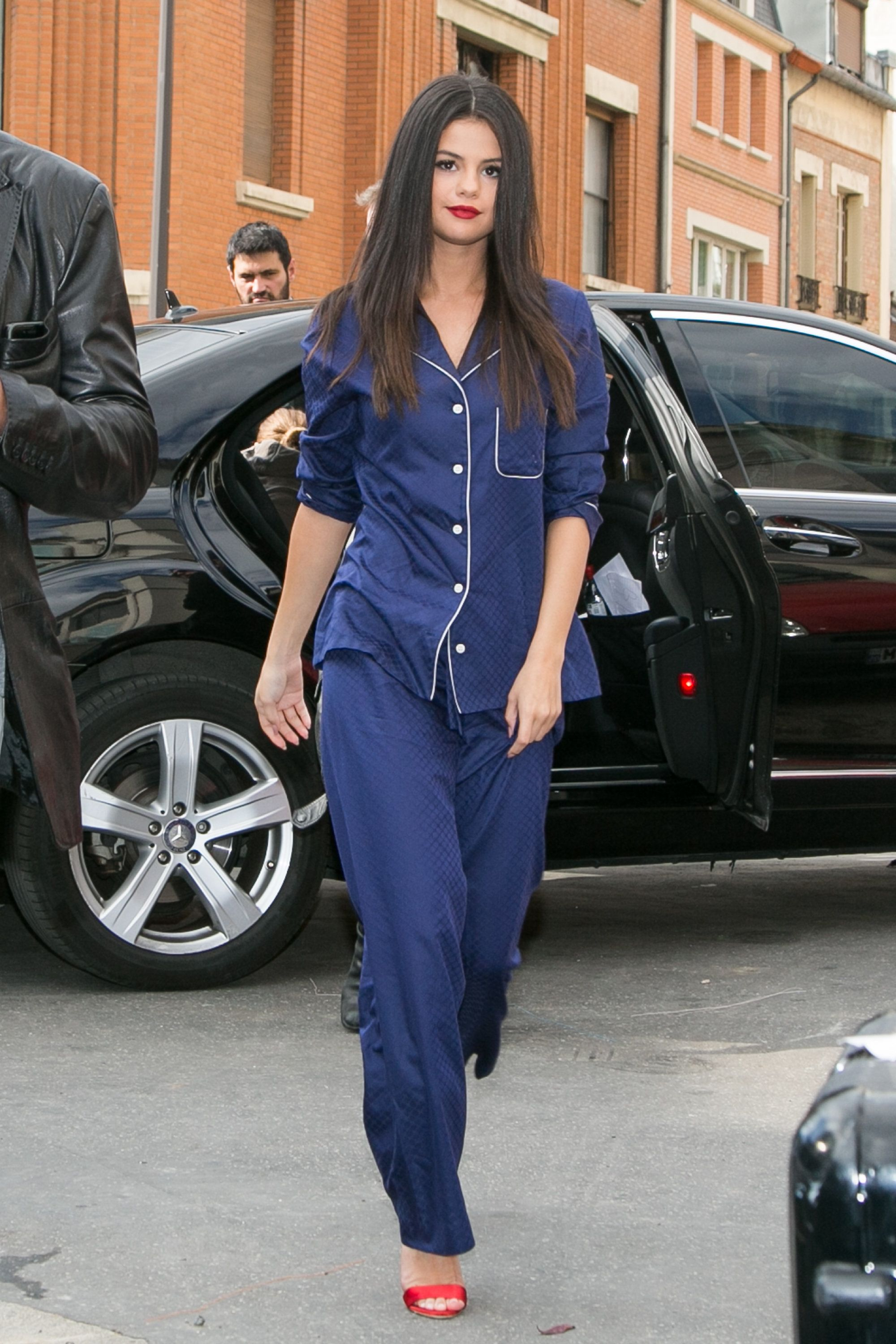 Selena Gomez arrives at a recording studio on Sep. 26, 2015 in Paris, France.