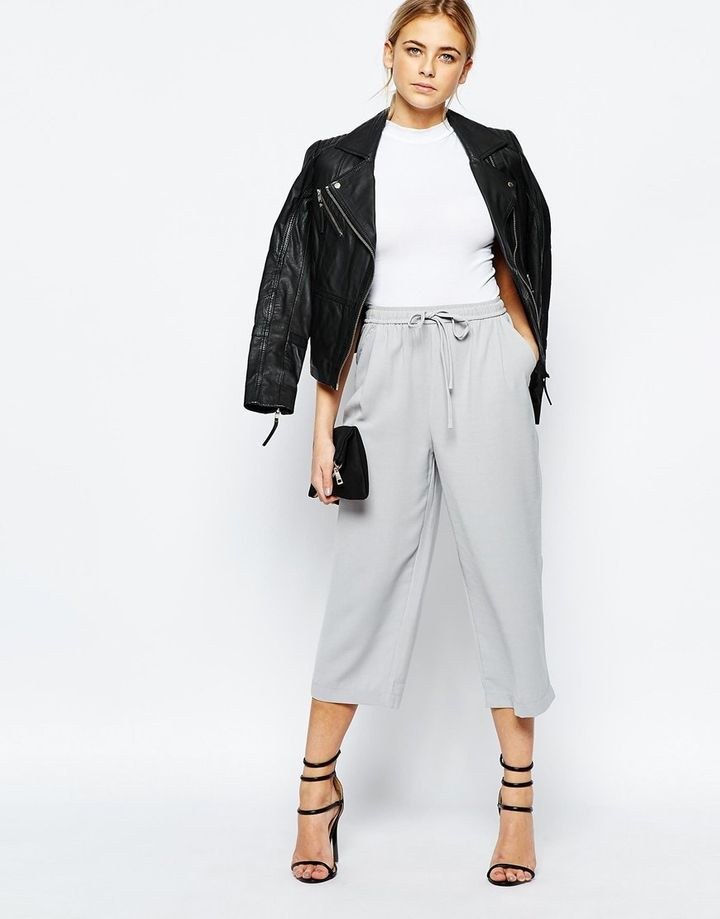 "<i>Boohoo Premium Tailored Crop Pant, <a href=""http://us.asos.com/Boohoo-Vanessa-Premium-Woven-Crop-Pant/18o2kt/?iid=6123890&amp;cid=2640&amp;sh=0&amp;pge=0&amp;pgesize=36&amp;sort=-1&amp;clr=Grey&amp;totalstyles=473&amp;gridsize=3&amp;mporgp=L0Jvb2hvby9Cb29ob28tUHJlbWl1bS1UYWlsb3JlZC1Dcm9wLVRyb3VzZXIvUHJvZC8."" target=""_blank"">$35</a></i>"