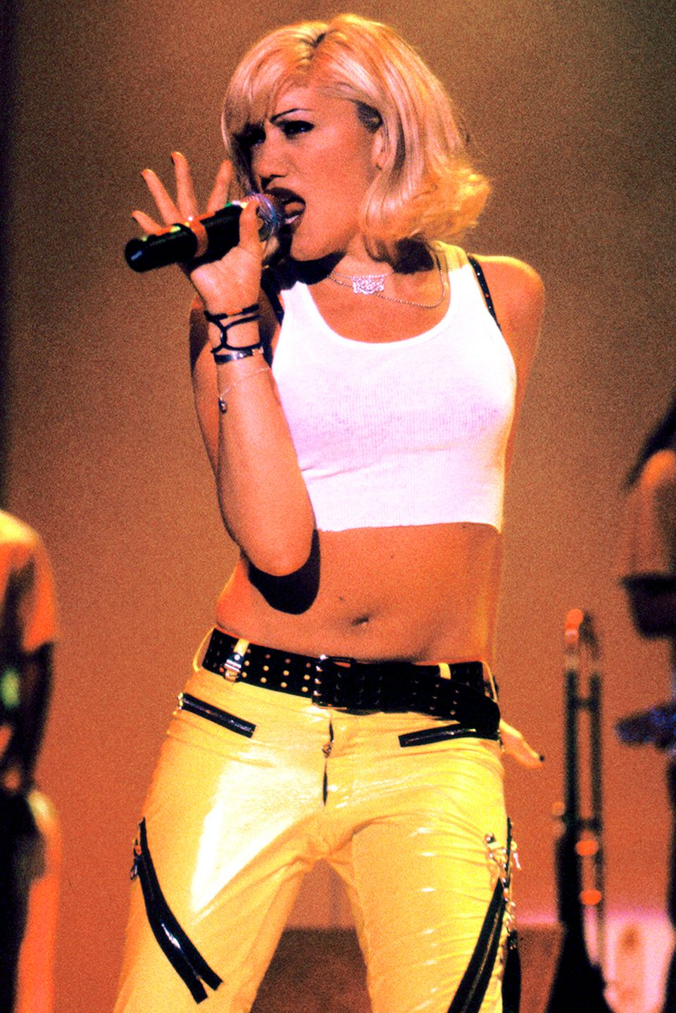 MOUNTAIN VIEW, CA - JUNE 14: Gwen Stefani of No Doubt performs Live 105's BFD 1996 at Shoreline Amphitheatre on June 14, 1996