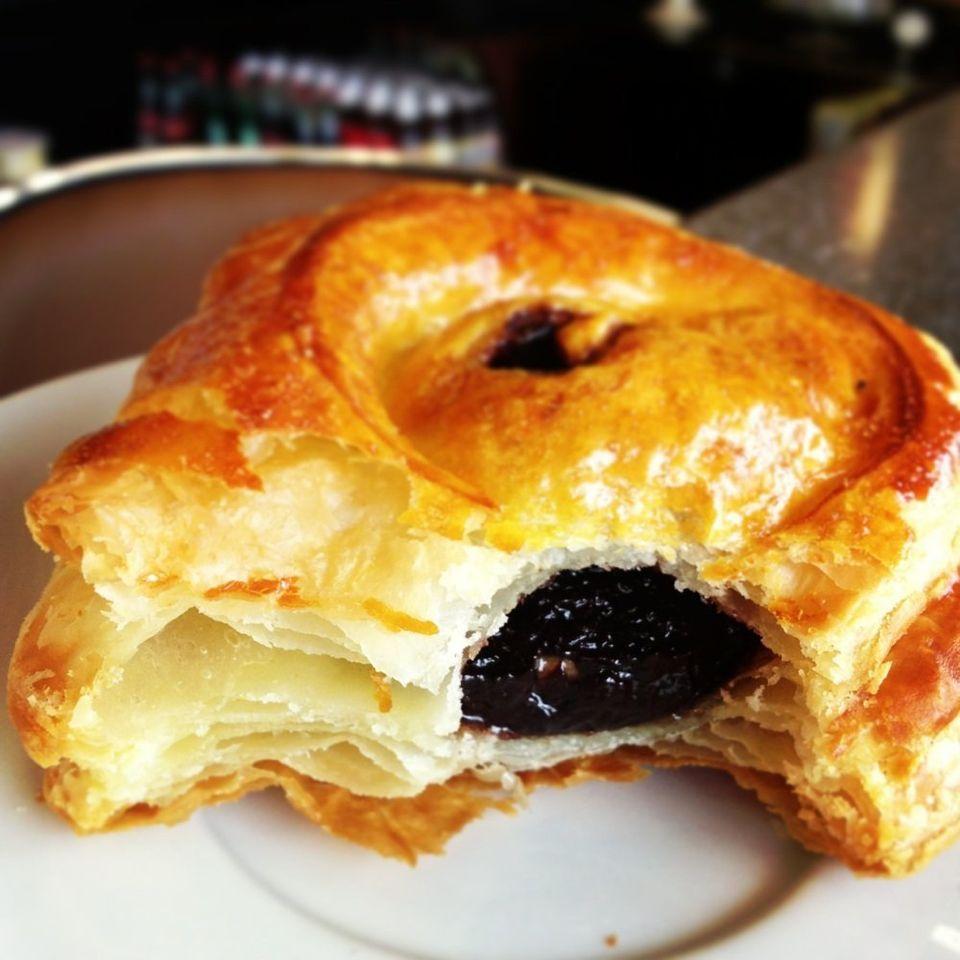 "The <a href=""http://www.yelp.com/biz/bonbon-bakery-tigard"" target=""_blank"">Bonbon Bakery </a>is a Tigard favorite -- especial"