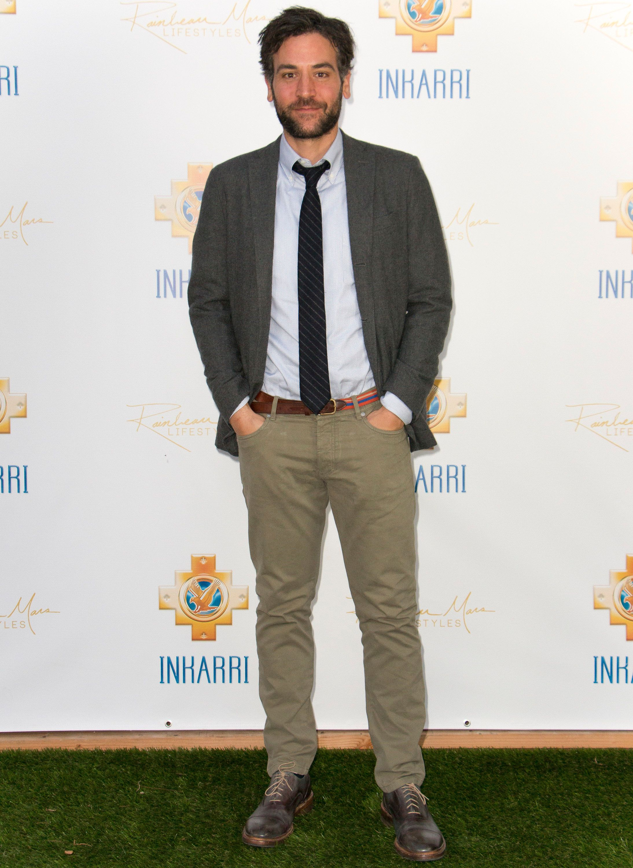 BEVERLY HILLS, CA - OCTOBER 24:  Actor Josh Radnor arrives at An Evening With Inkarri on October 24, 2015 in Beverly Hills, California.  (Photo by Tasia Wells/WireImage)