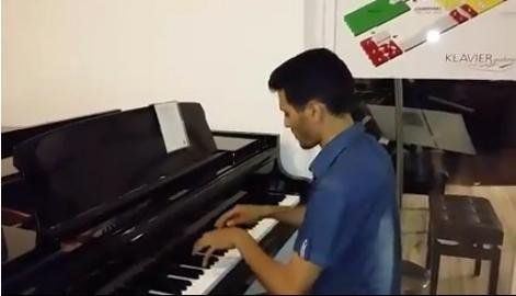 Ayham plays the piano upon reaching Vienna.
