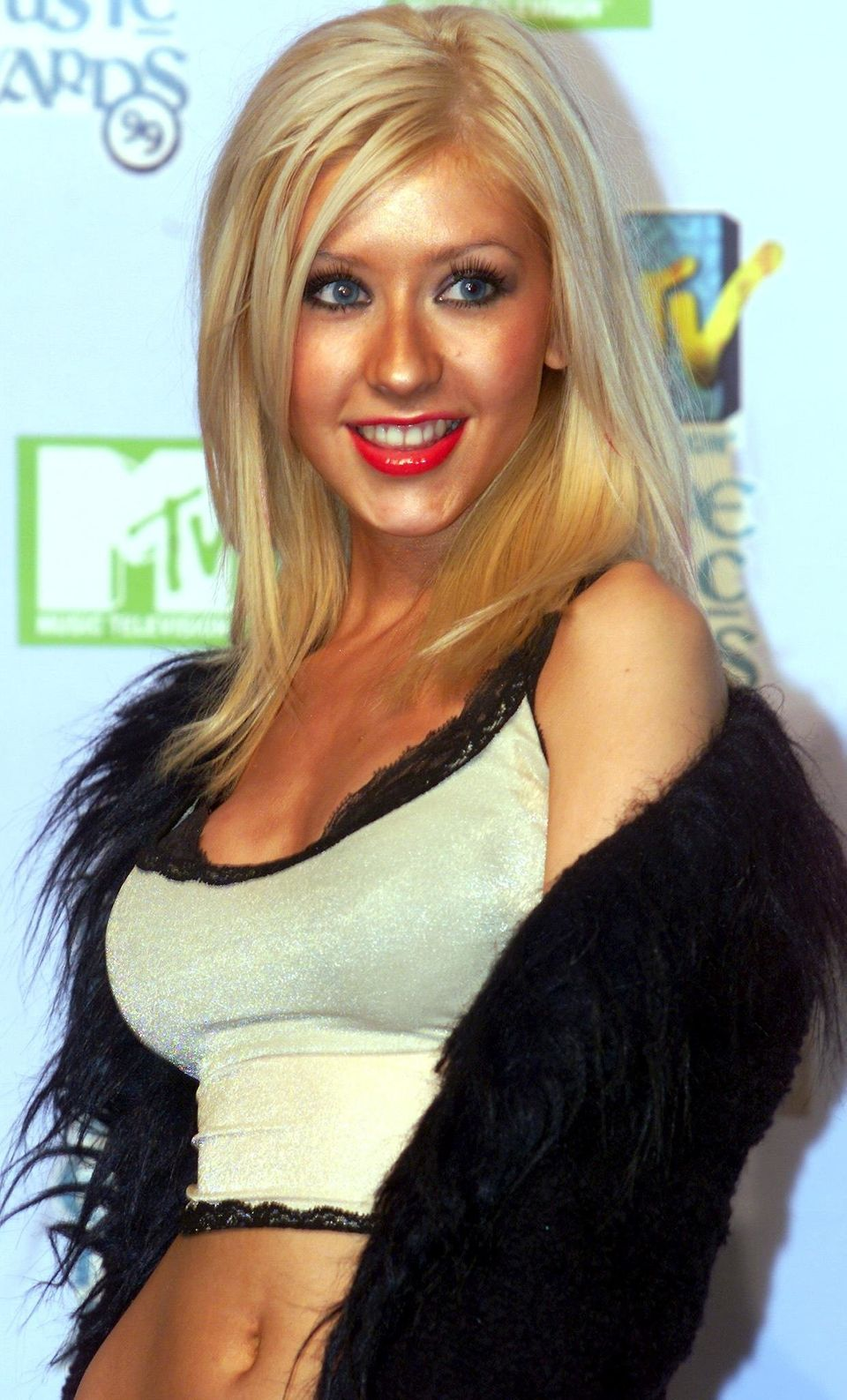 Christina Aguilera poses for photographers, 11 November 1999, at The Point in Dublin during the 1999 MTV Europe Awards.    (E