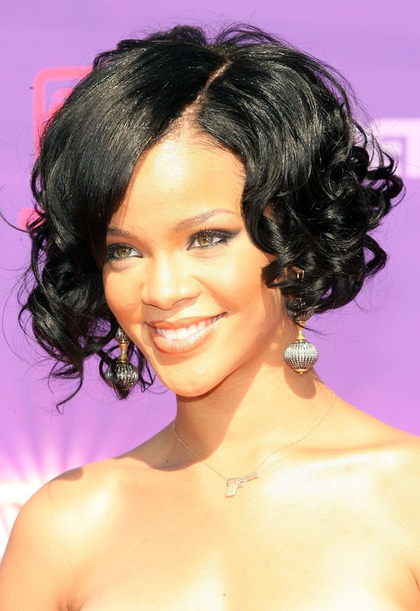 rihanna black hair styles 40 rihanna hairstyles to inspire your next makeover huffpost 3898 | 56a1055c1f00005000216663
