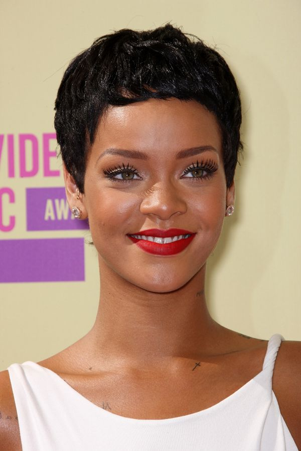 Astounding 40 Rihanna Hairstyles To Inspire Your Next Makeover The Short Hairstyles Gunalazisus