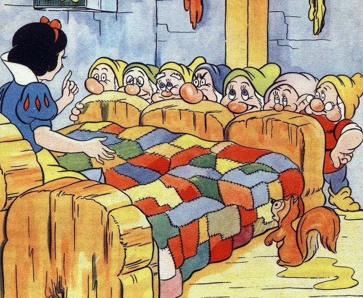 A private school in Qatar has removed the fairy tale&nbsp;<i>Snow White and the Seven Dwarfs</i> from its library after a par