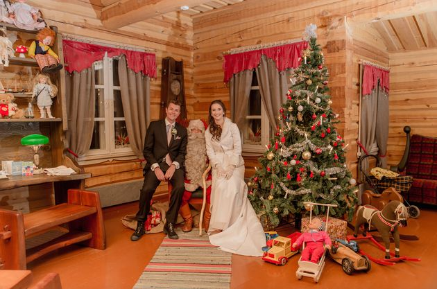 This Couple Eloped In Finland, And The Photos Are Pure Wintry