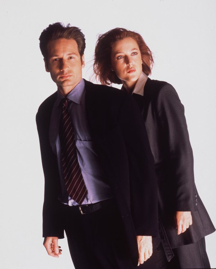 "David Duchovny and Gillian Anderson pose for an ""X-Files"" promo in 1999."