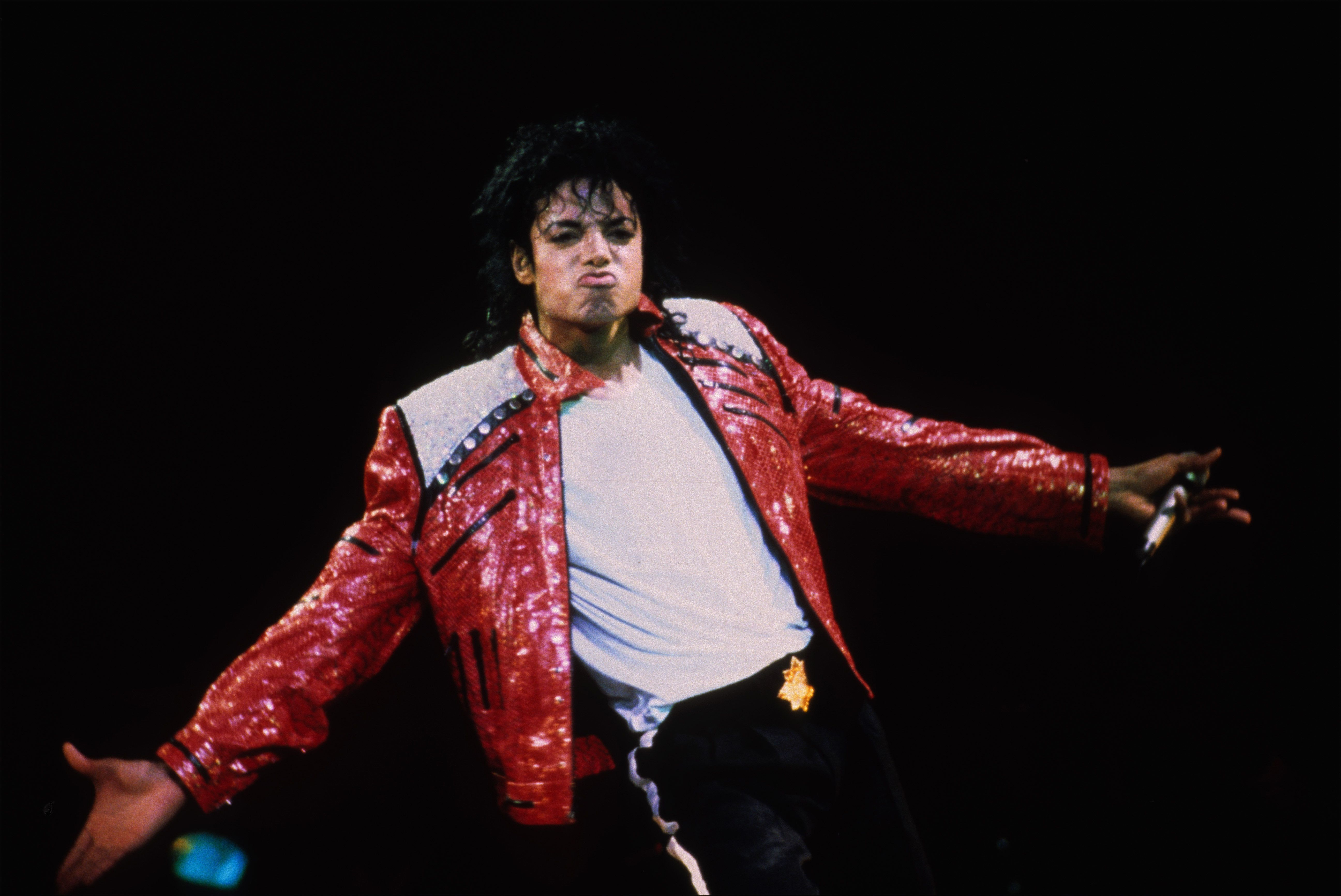 VARIOUS, VARIOUS - JUNE 25:  Michael Jackson performs in concert circa 1986.  (Photo by Kevin Mazur/WireImage)