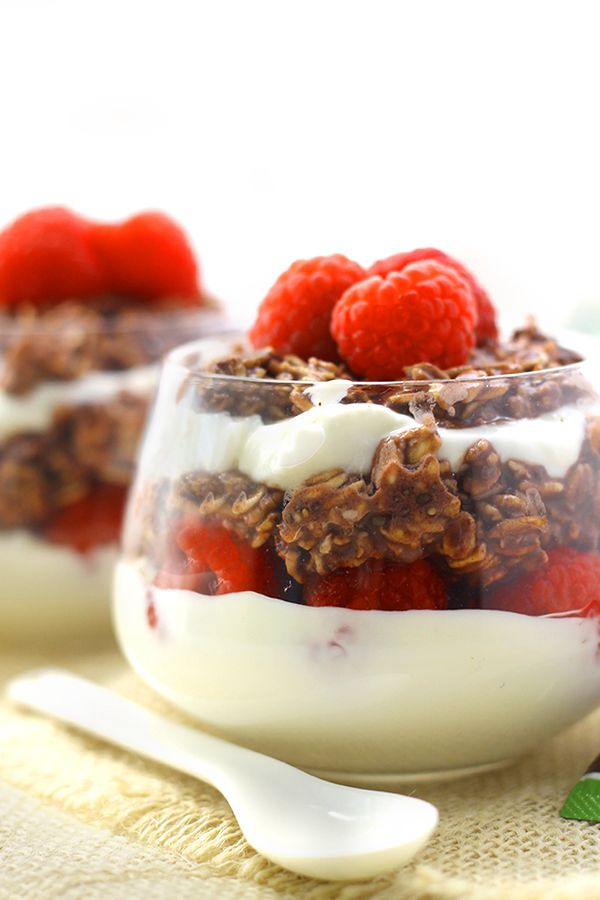 """<strong>Get the <a href=""""http://www.thehealthymaven.com/2015/05/chocolate-raspberry-overnight-oat-parfaits.html"""" target=""""_bla"""