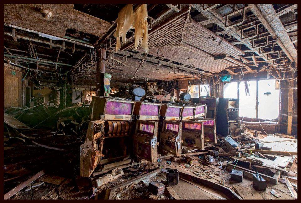 難破船、コスタ・コンコルディア。静かな船内はいま(画像集)