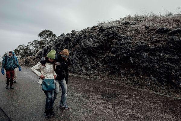 Hikers walk along an icy roadonKowloon Peak on Jan. 24.