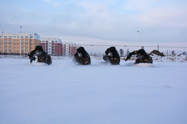 Soldiers train in Hulunbuir.