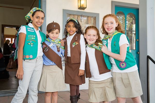 "Brownie Girl Scout <a href=""https://www.huffpost.com/entry/girl-scouts-flint-crisis_n_569e8ca8e4b04c813761adce"">Troop 71729 s"