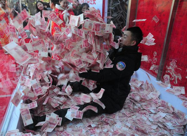 A Chinese tourist comes face to face with a tidal wave of money.