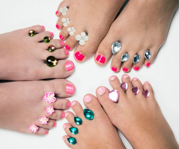 "You've heard of toe rings, but what about <a href=""http://dipintopretty.com"" target=""_blank"">toe bling?</a> It's better than"