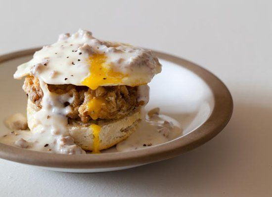 "<strong>Get the <a href=""http://spoonforkbacon.com/2012/02/country-style-eggs-benedict/"" target=""_hplink"">Country Style Eggs"