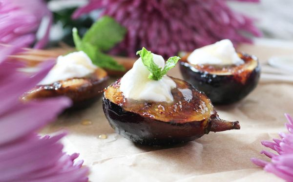 "<strong>Get the <a href=""http://paleomg.com/grilled-figs-with-coconut-whipped-cream-apple-cider-caramel/"" target=""_blank"">Gri"