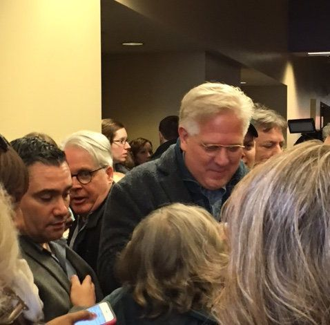 Glenn Beck is mobbed by Cruz supporters after an Iowa rally.