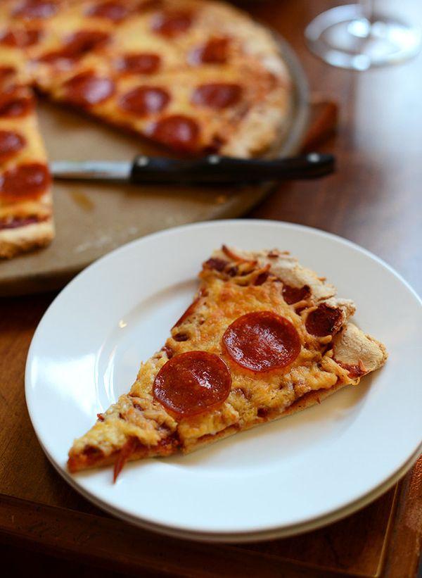 """<strong>Get the <a href=""""http://minimalistbaker.com/the-best-gluten-free-pizza-crust-sauce/"""" target=""""_blank"""">Gluten-Free Pizz"""