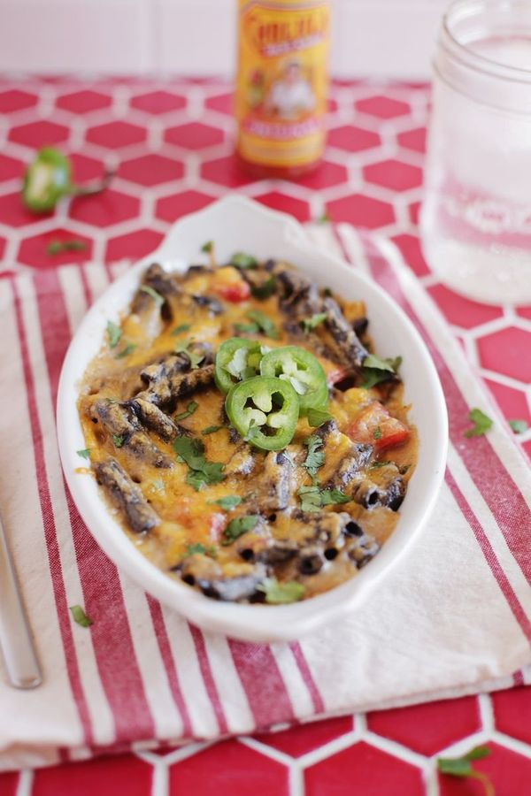 """<strong>Get the <a href=""""http://www.abeautifulmess.com/2016/01/southwestern-baked-macaroni-and-cheese-with-black-bean-noodles"""