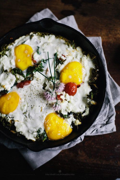 "<strong>Get the <a href=""http://whatshouldieatforbreakfasttoday.com/post/54094756359/baked-eggs-with-feta-kale-and-cherry-tom"