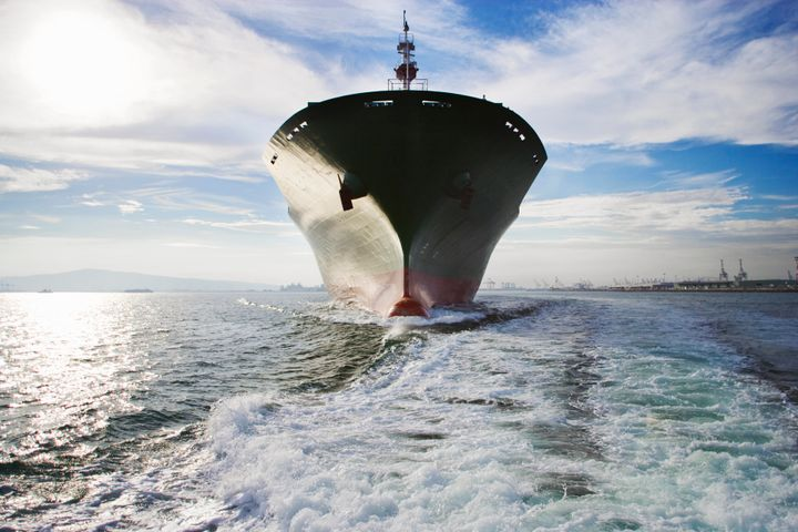 The wakes of large ships could be used to curb global warming, scientists argue.