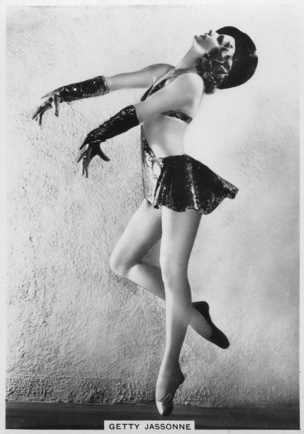 A pin-up portrait of Getty Jassonne, French ballet dancer, captured between 1936 and 1939. This appeared on a cigarette card